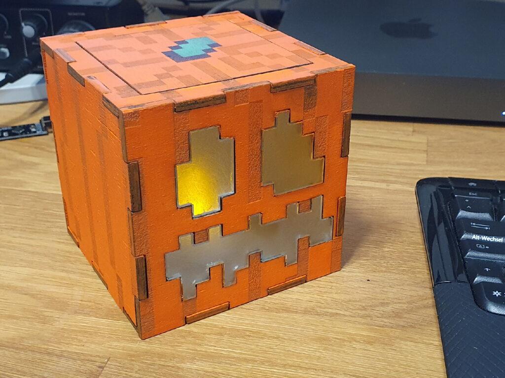 Minecraft Jack O'Lantern auf meinem Schreibtisch