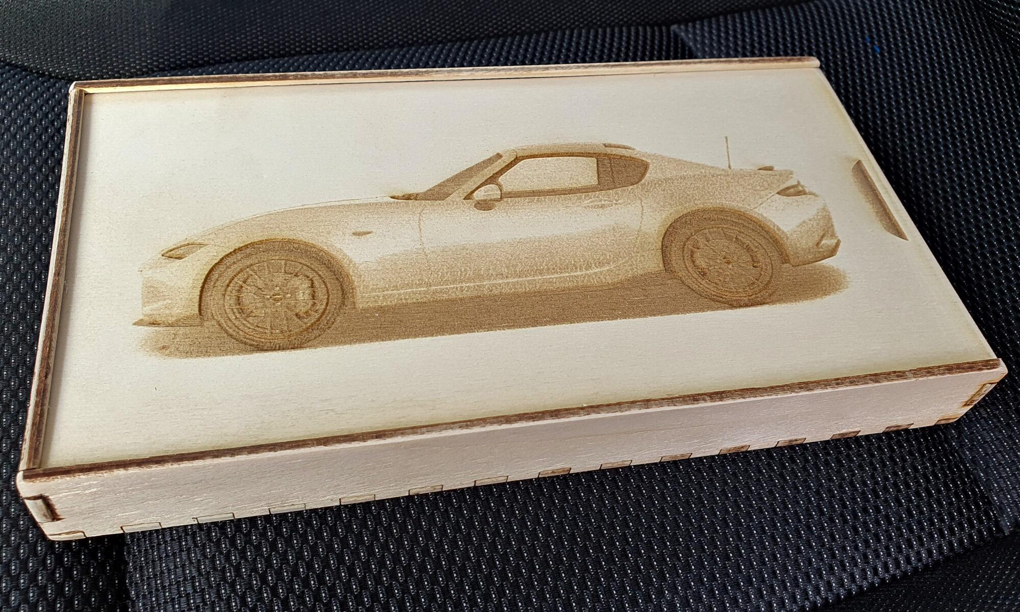 Sperrholz Geschenkverpackung mit Mazda MX-5 RF Motiv