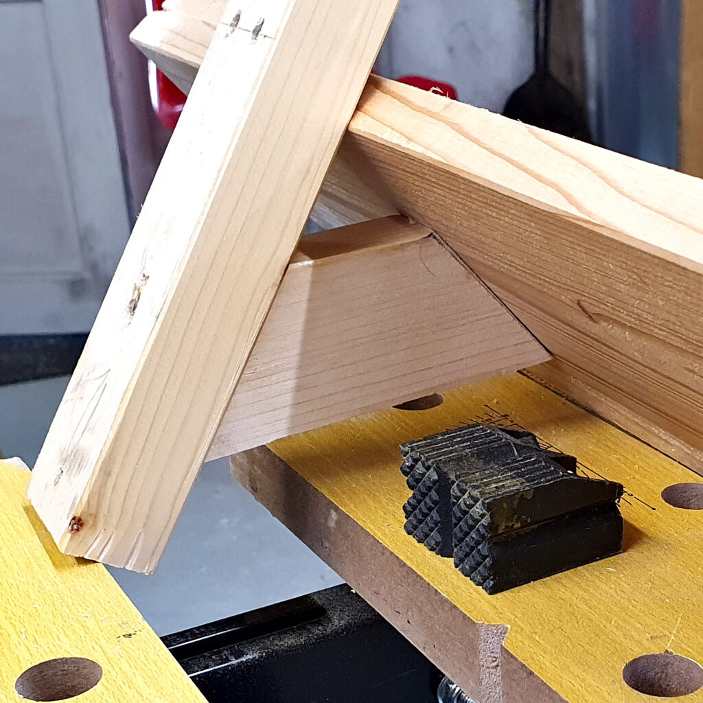 Hölzerne Regalkonsole für das Schraubenregal